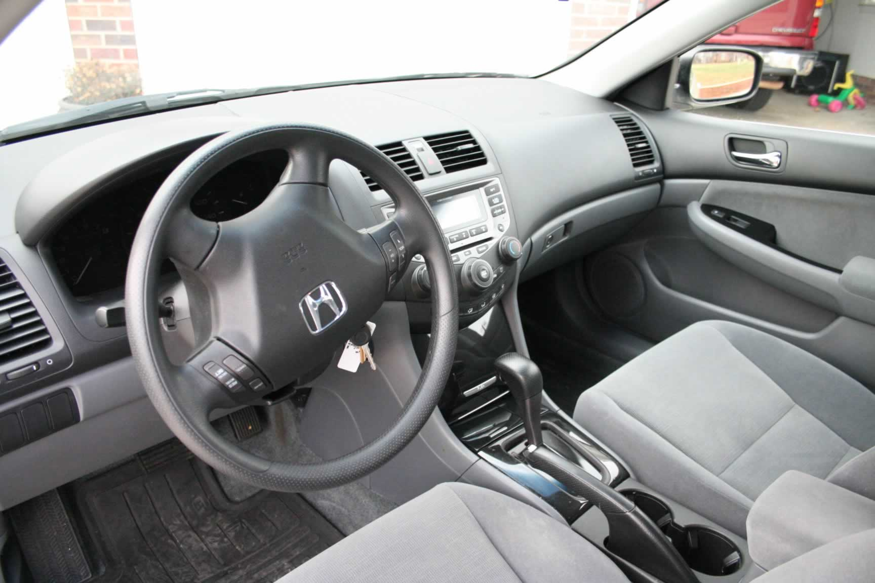 Charming 2006 Honda Accord SE/Inside.JPG